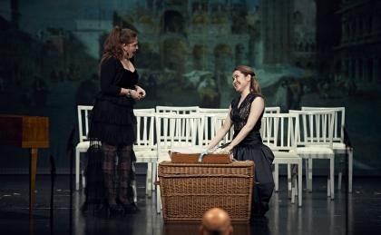 c Elmar Witt_BU Francesca Lombardi als Falsirena und Dilyara Idrisova als Calloandra