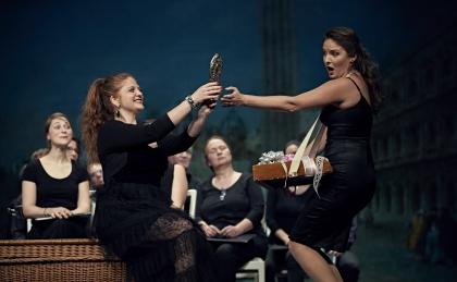c Elmar Witt_BU Francesca Lombardi als Falsirena und Natalia Rubis als Cristallina